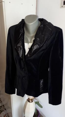Ženske jakne - Kraljevo: Crni plisani sako br 38 kao nov