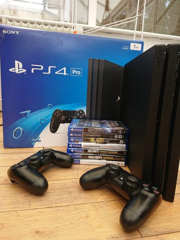 Νέο Sony PlayStation 4 Pro 1TB με 2 ελεγκτές και 7 δωρεάν παιχνίδια. Photo 0