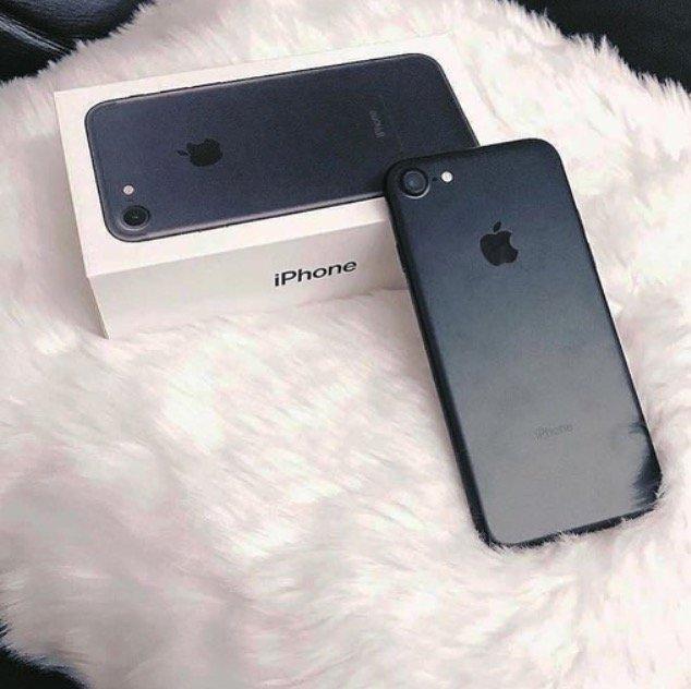 Bakı şəhərində iphone 7 128 gb black jet upakofka  hediyyedir. Ciddi şexler elaqe
