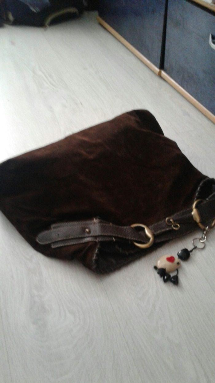 Prada torba nego mi se znak skinuo,koristena jako dobra