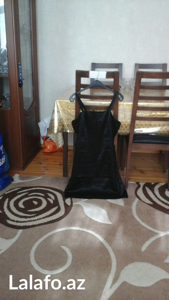 Bakı şəhərində Qara paltar, 40-42 razmer, 25 azn