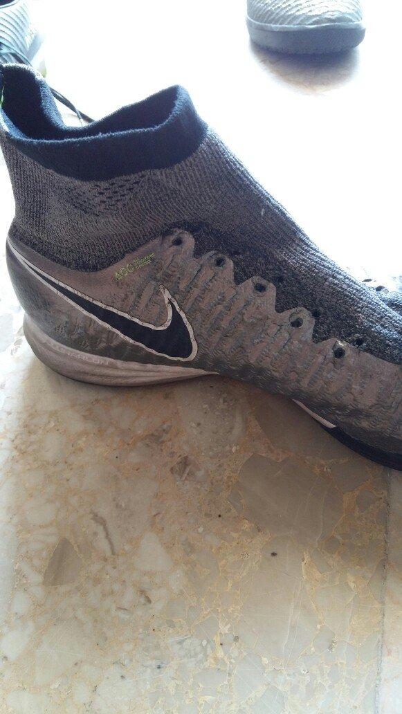 Τα ποδοσφαιρικά παπούτσια είναι σε. Photo 2