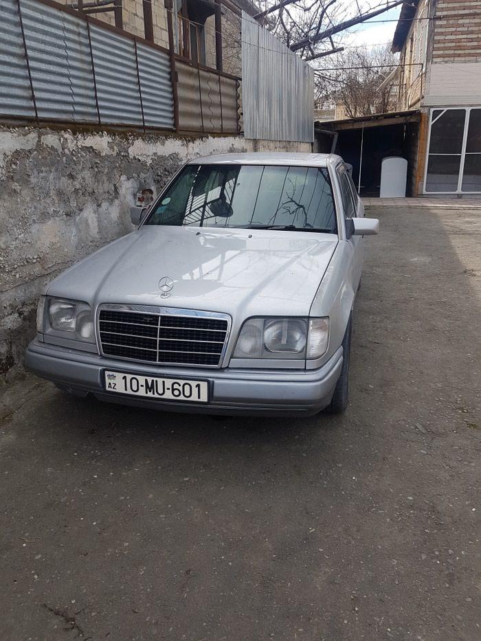 Bərdə şəhərində Mercedes-Benz 300 1994