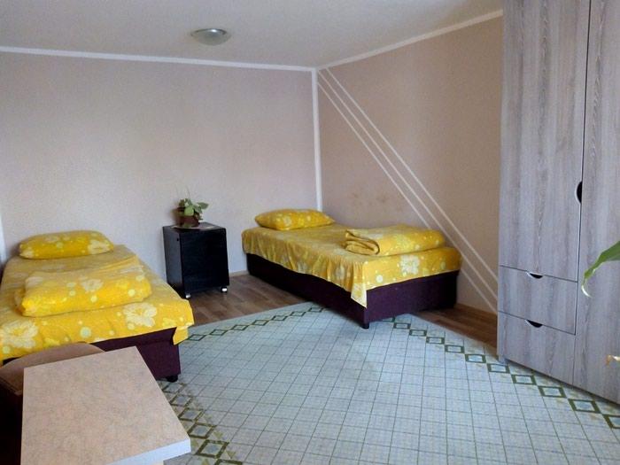 Izdajem stan u kuci kompletno namesten. Tel.. Photo 2