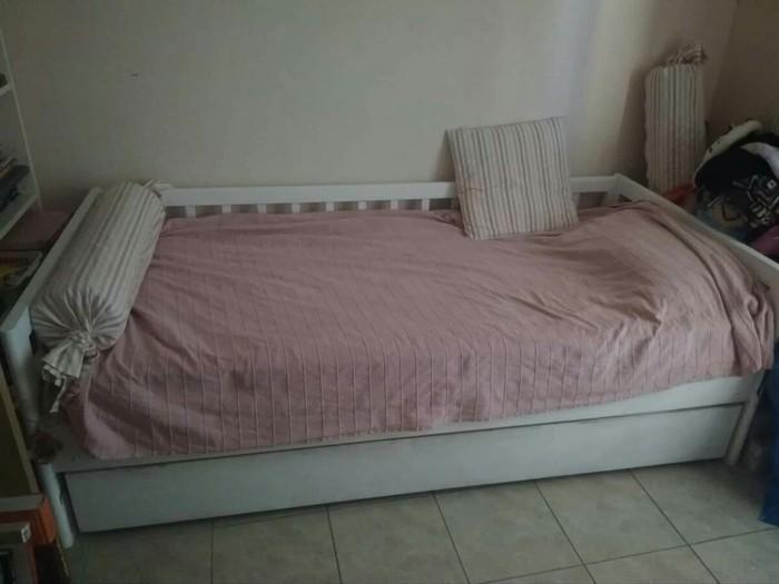 Κρεβάτι που ανοίγει και γίνεται διπλό πολύ καλής ποιότητας!