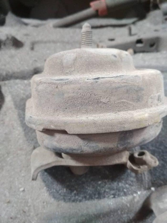 Подушка двигателя на Фольксваген Пассат б4 передняя оригинал. Photo 0