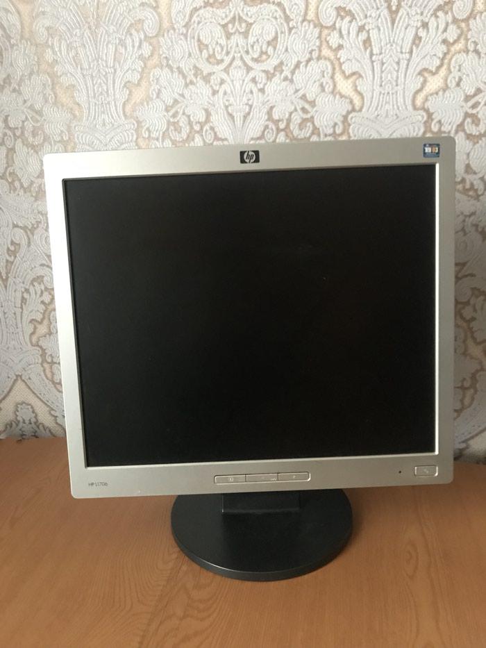 Продаю монитор. Рабочий (с артифактами) в Бишкек