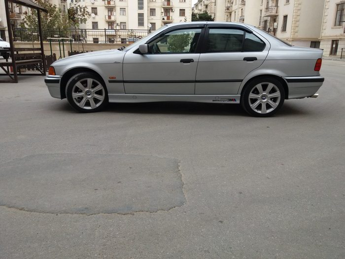 BMW 318 1997. Photo 1