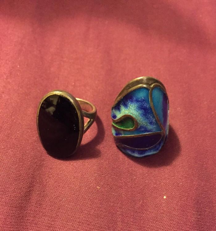 Ασημένια δαχτυλίδια με ημιπολυτιμες πετρες. 40€ κ τα δύο
