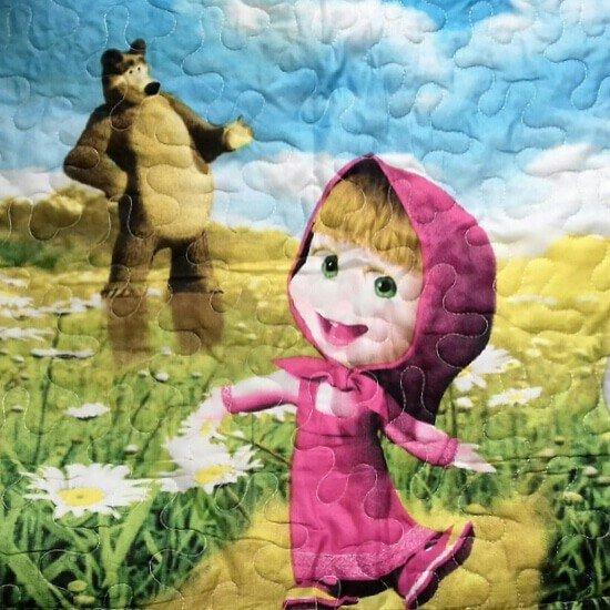Детское стёганное покрывало в комплекте с наволочкой Маша и медведь. Photo 0