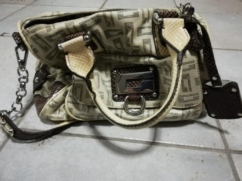 Άλλα - Χαϊδάρι: Πωλείται γυναικεία τσάντα Guess αυθεντική σε άψογη κατάσταση μη χρησιμοποιημένη! Δεκτός κάθε έλεγχος!