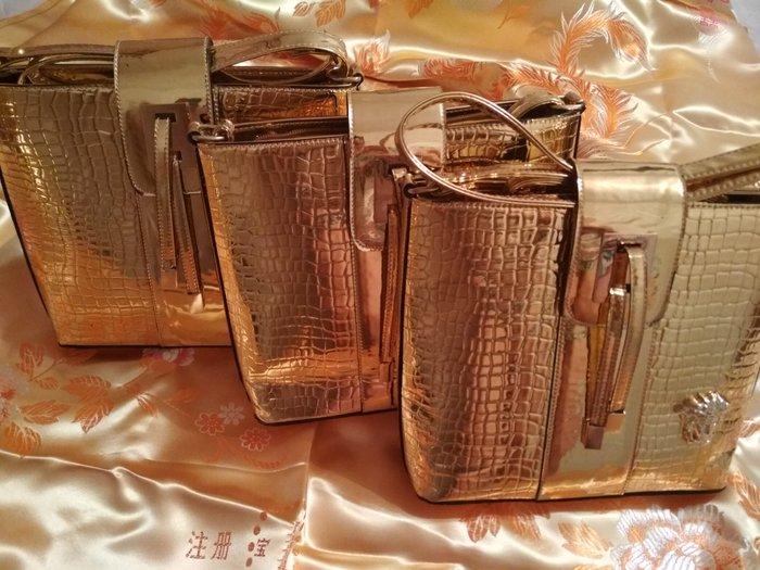 b8338f33f12a Девочки продаю по себестоимости за 1000 KGS в Бишкеке: Кроссовки и ...