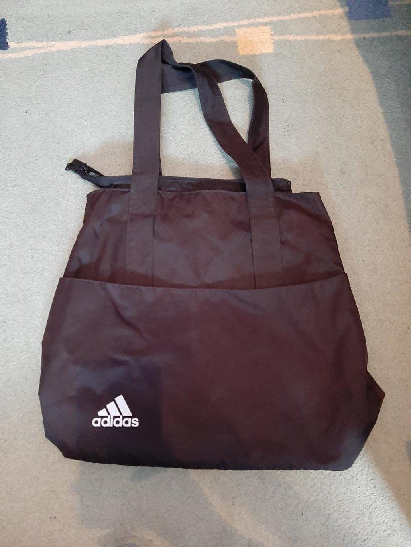 Adidas torba, slabo nošena, bez oštećenja, kao nova