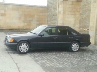 Mercedes-Benz E 200 1993. Photo 10
