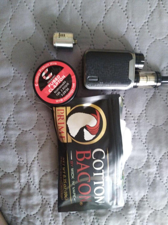 Πωλείται ένα ηλεκτρονικό τσιγαρο στην τιμή τον 65€ και είναι σχεδόν καινούργιο,μαζί με συρμα,βαμβάκι και εναν ατμοποιητη