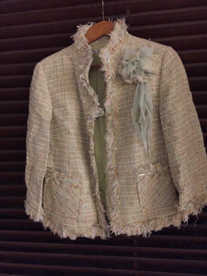 Σακάκι tweed βεράμαν  με λουλούδι , κοντό τύπου Chanel