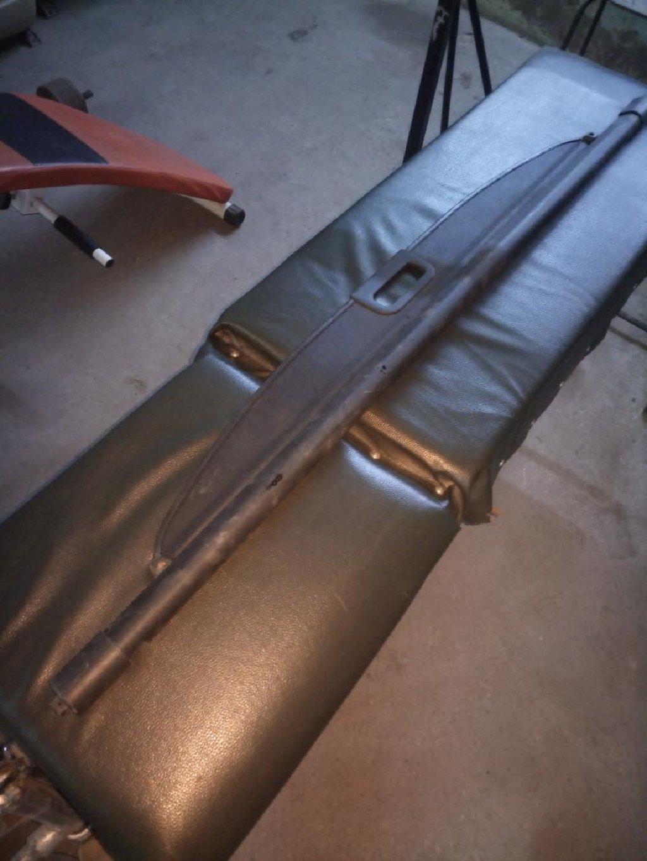 Продаю шторку в багажник Субару импреза .2004год: Продаю шторку в багажник Субару импреза .2004год