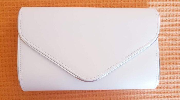 Τσάντα ασπρο χρώμα περιέχει και αλυσίδα 20€ σε Πειραιάς