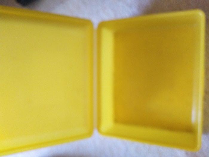 Plasticna kutija sa poklopcem. Photo 1