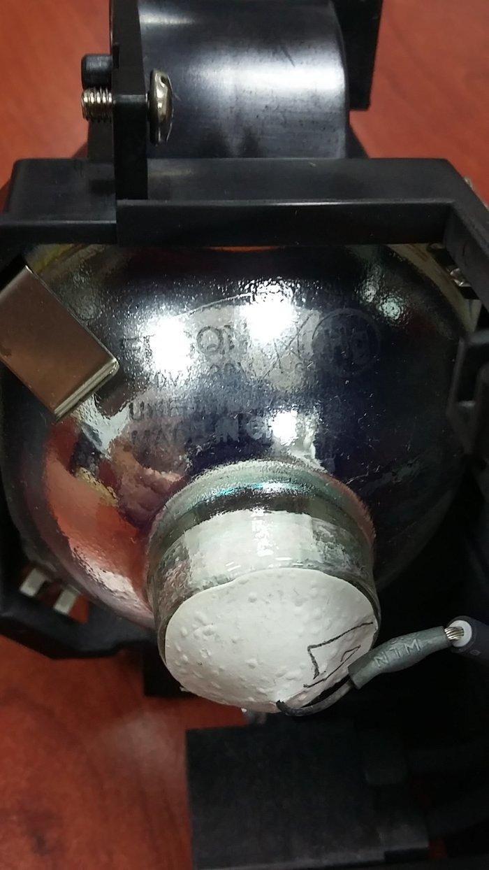 Epson proektoru  lampasi  teze  wekilde  gorduyunuzdu  bawqasi в Баку