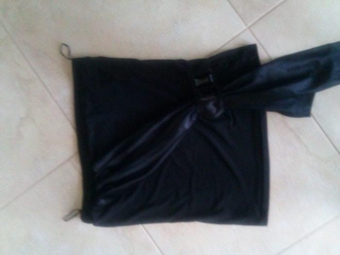 Μαύρο στραπλες με σατέν λεπτομερεια σε Σκύδρα
