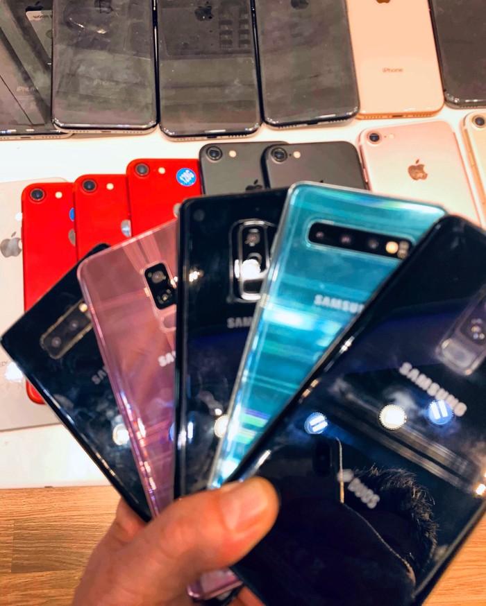 Iphone 7plus με εγγυηση με κουτι και δεχομαι ανταλλαγες . Photo 3