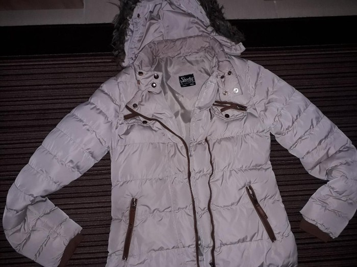 Zimska jakna bež boje u dobrom stanju ocuvana