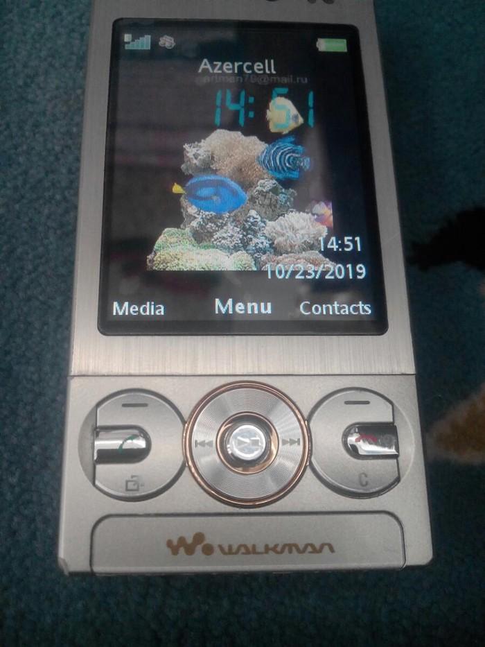 Salam şəkildə olan soni Ericsson w705a heç bir problem yoxdur amma dili İngilis dilindədir əlavə məlumat almaq üçün yutba yaz modeli bax 512mb radnoy yaddaş kartı adapteri və qulaqcığı var cüzi endirim olar
