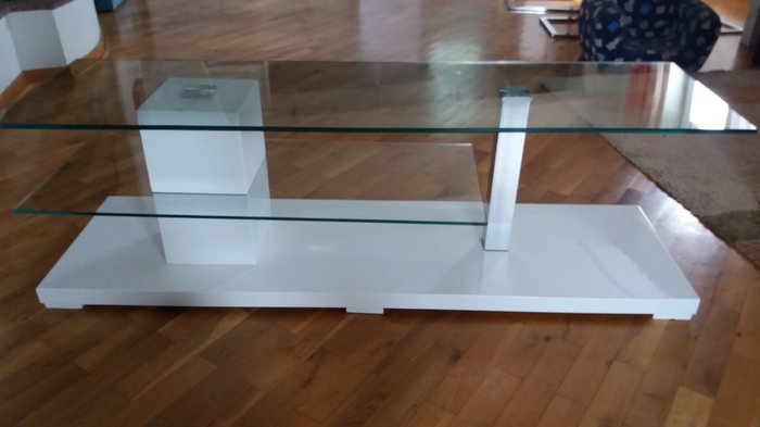 Tv komoda , visina 40 cm, duzina 144 cm. Moderna, kao nova, koriscena - Beograd