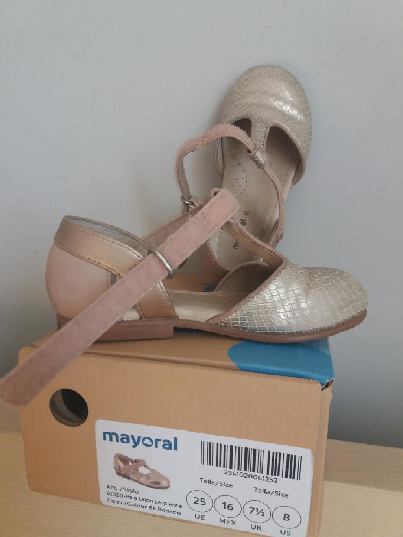 Mayoral ν. 25 παπουτσια σε μπρονζε ροζ αποχρωση. Στο κουτι τους