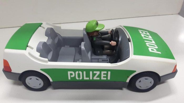 Playmobil Αστυνομικό όχημα με ελλείψεις μαζί με ένα αστυνομικό σε Κεντρική Θεσσαλονίκη