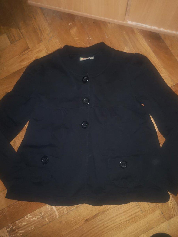 Za devojcice velicina 10,pamucni sako, helanke svetlucave nove ne koriscene, tunika, majica, sve za 1200