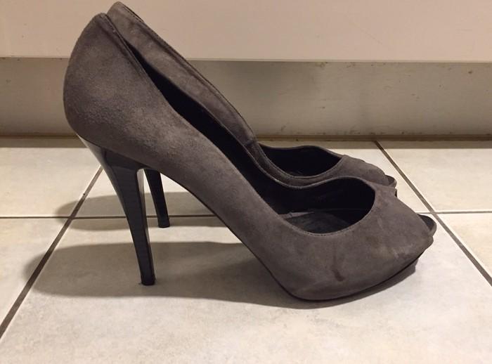 Zara suede ανθρακί peep toes . Καινούργια . σε Υπόλοιπο Αττικής