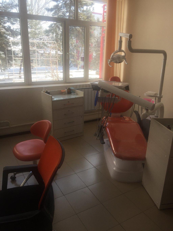 В медицинском центре Веданта( шлагбаум), сдаётся стоматологическое кресло на одну смену, (0,25 смены) оплата от 5000 тыс, обращаться по телефону