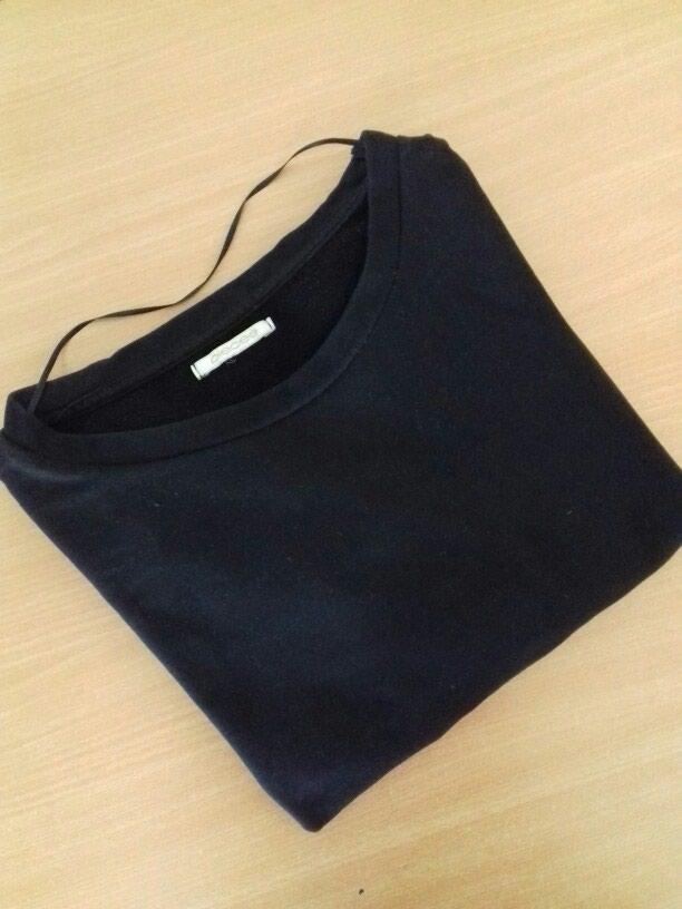 Crna duks majica . Univerzalna velicina. Nema ostecenja .. Photo 2