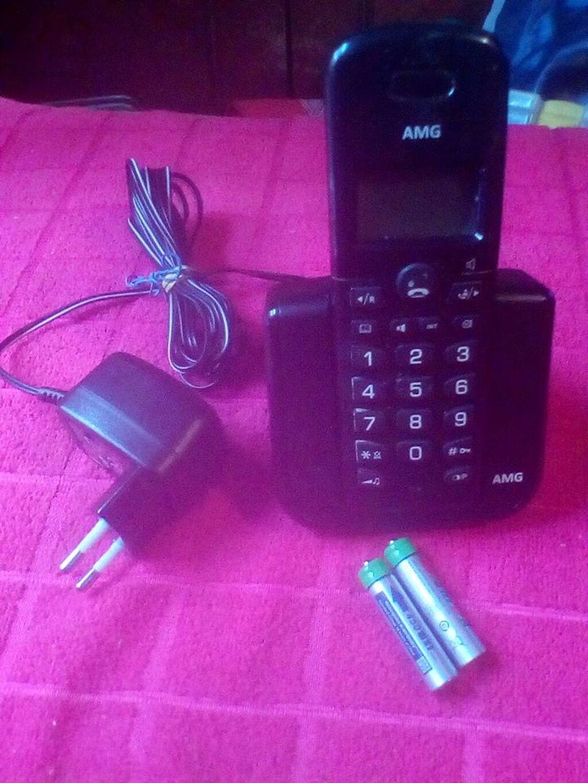 Bezicnitelefon,sa baterijama na punjenje,i punjacem