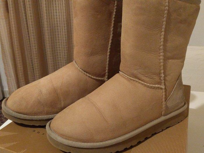 μπότες χειμωνιάτικες μάρκας UGG CLASSIC, original, χρώματος μπεζ, νούμ σε Περιφερειακή ενότητα Θεσσαλονίκης