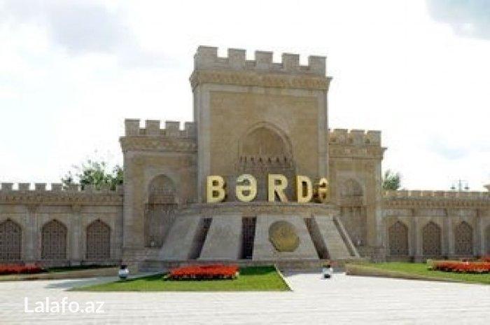 Bakı şəhərində Bərdə şəhər b. Haciyev küçəsində beta çay evindən üzü aşağı 8 sot torp