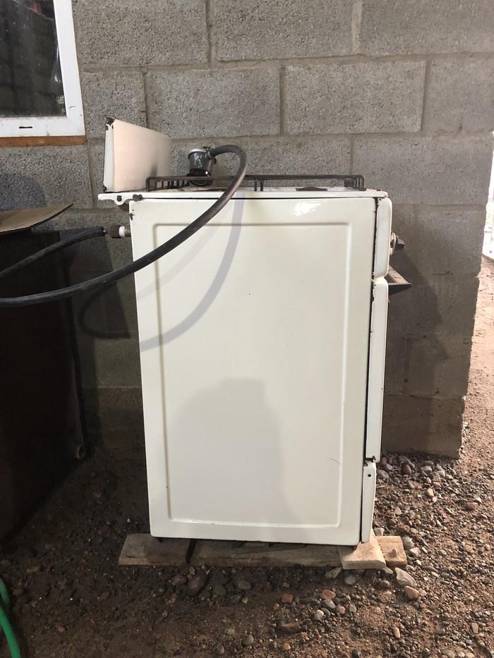 Газовая плита четырехконфорочная в рабочем состоянии. Photo 3