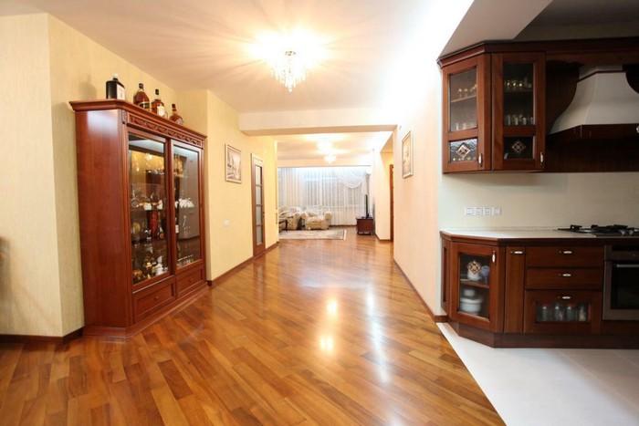 Продается квартира: 5 комнат, 300 кв. м., Бишкек. Photo 6