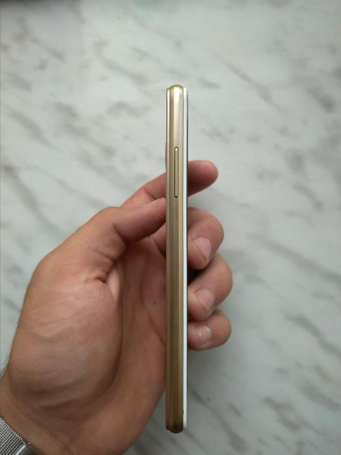 Б/у Samsung Galaxy J3 2017 16 ГБ Золотой. Photo 3