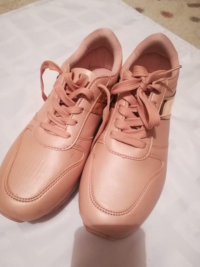 teze 39-40 for 25 AZN in Bakı  Γυναικεία πάνινα παπούτσια και αθλητικά  παπούτσια on lalafo.az 35151b6243b