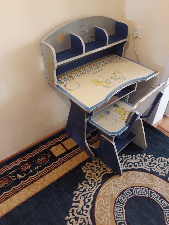 Ushaq yazi masasi.oturacagida var. Photo 0