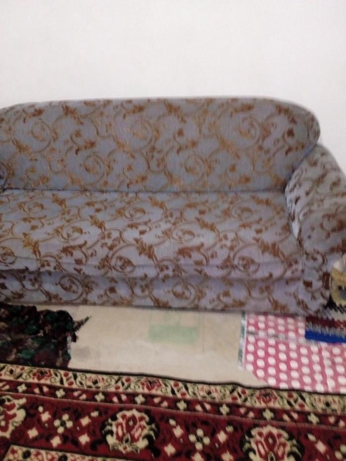 Диван ташкентский в отличном состояние не раскладной ткань драп. Photo 2