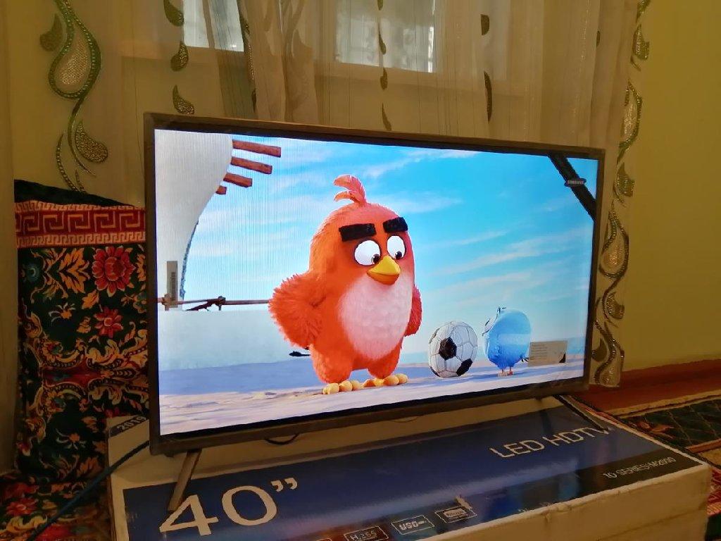 Продаю новый телевизор Samsung LED HD TV 40 телевизор совсем новый не использованный