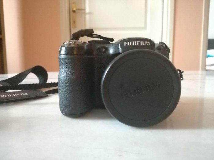 Fujifilm finepix s1600 rezolucija 12 2 mpix osetljivost for Prix fujifilm finepix s1600