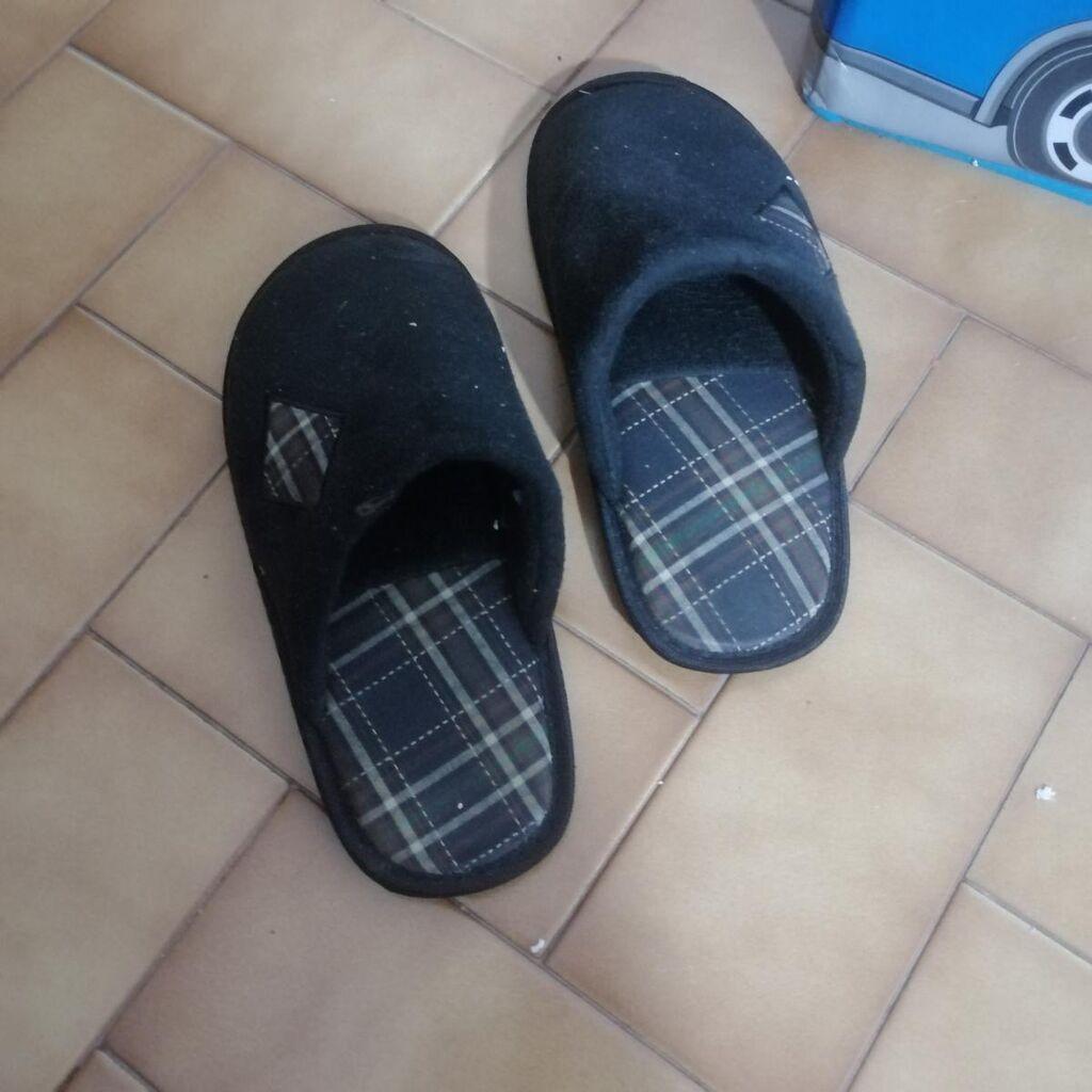 Black non-brand slippers for sale