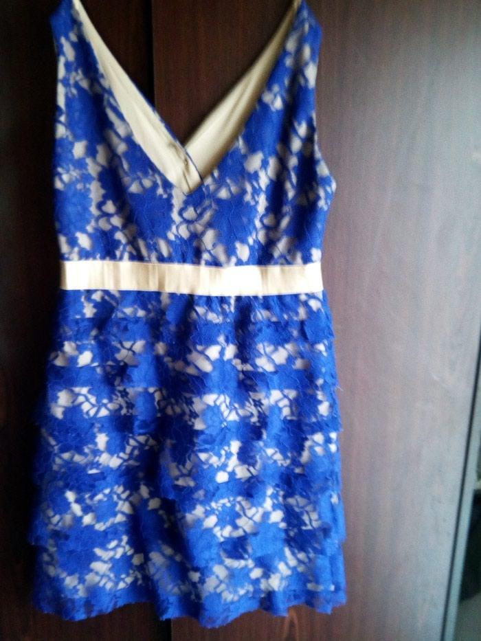 Μπλε φόρεμα με δαντέλα με χρυσές λεπτομέρειες.queen fashion no medium. Photo 2