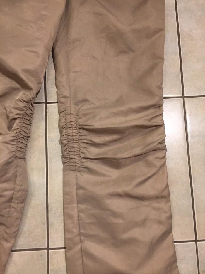 Παντελόνι από σατίν ύφασμα με σούρα στα γόνατα . Ολοκαινουργιο . Νο S . Photo 2