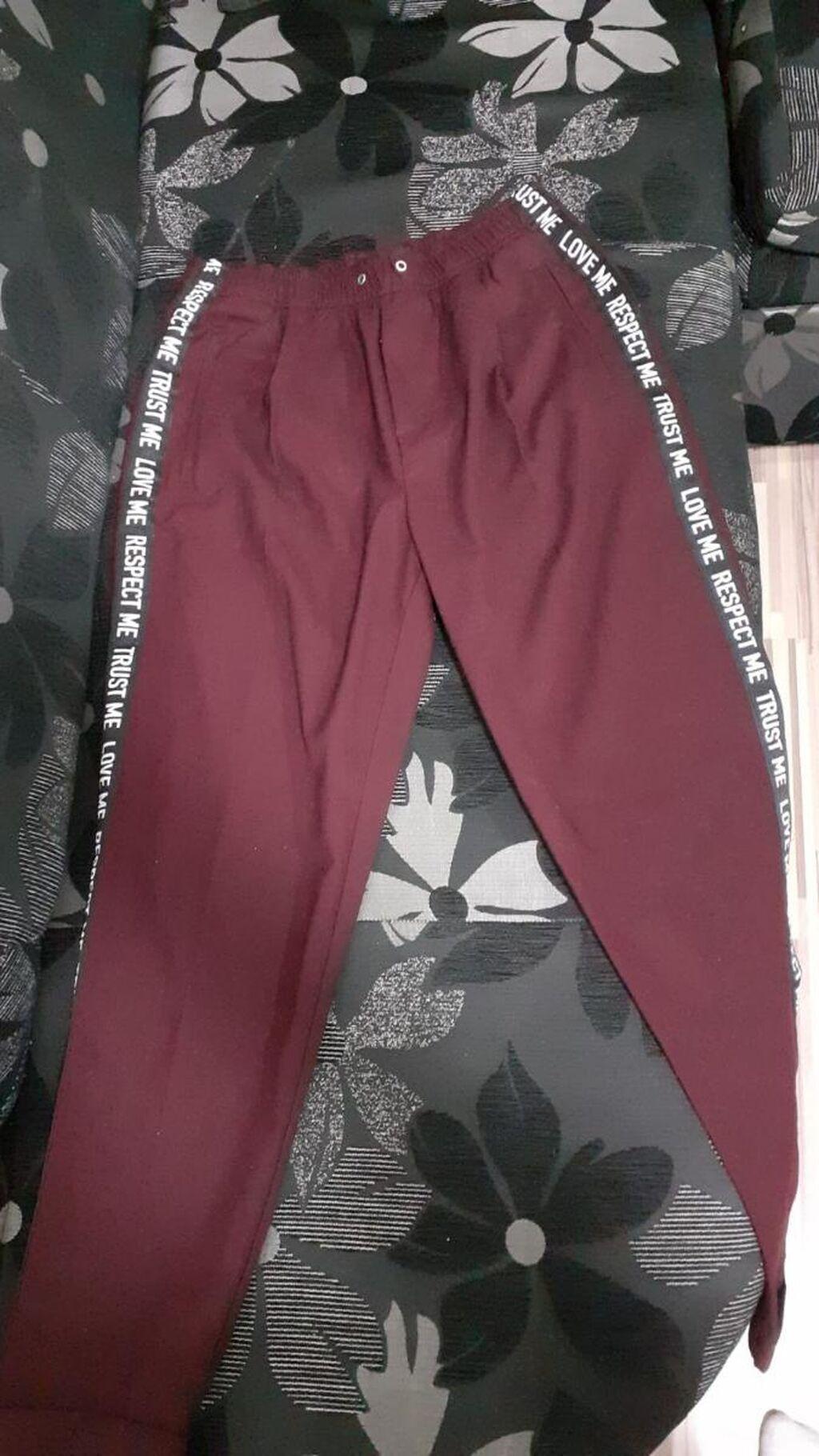 Bershka pantalone M veličina